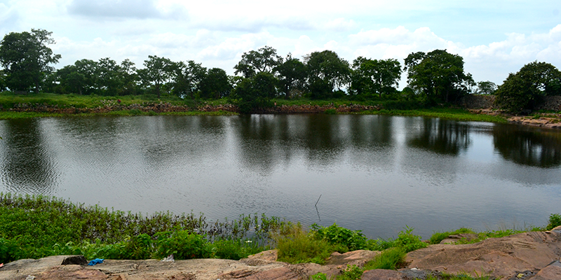 Sapt-Sarovar-Lake-in-the-Fort.