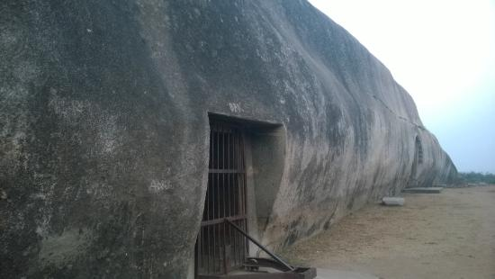 Barabar Sudama cave