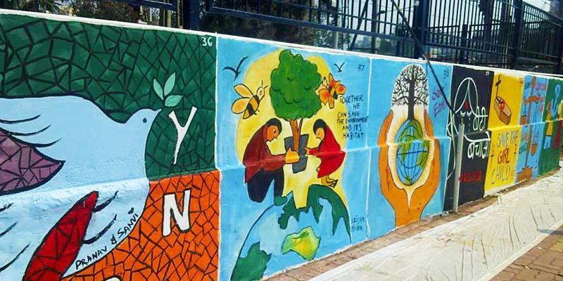 Wall painting at king's circlerailway station