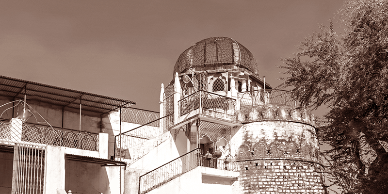 Dhai Seedhi ki Masjid