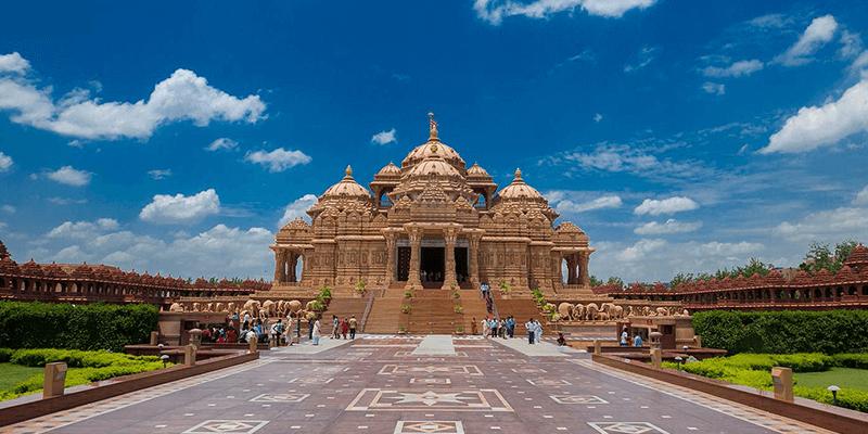 Akshardham Temple by Delhi Metro