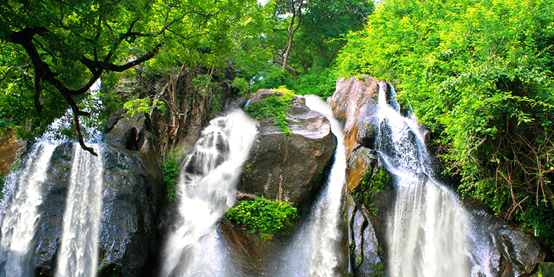 Thenaruvi Falls
